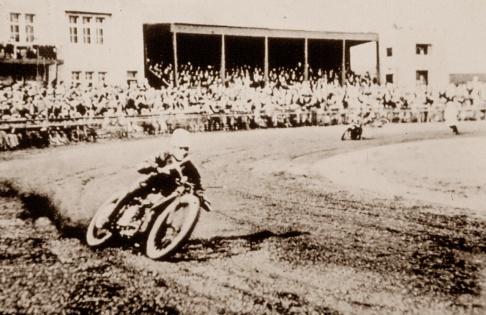 Douglas dirt track machine, Knowle Stadium, Bristol 1929