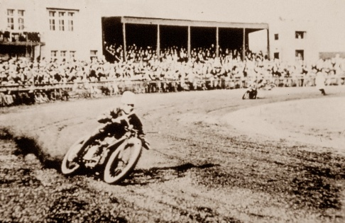 Douglas dirt track machine, Knowle Stadium, Bristol 1929